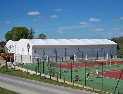 Tennis courts covers in stretched canvas metal and for Dimension d un terrain de tennis